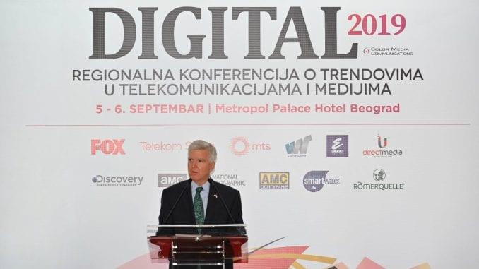 Ambasador SAD: Mnogi u Srbiji veruju da je mržnja prema Americi dobar posao 1