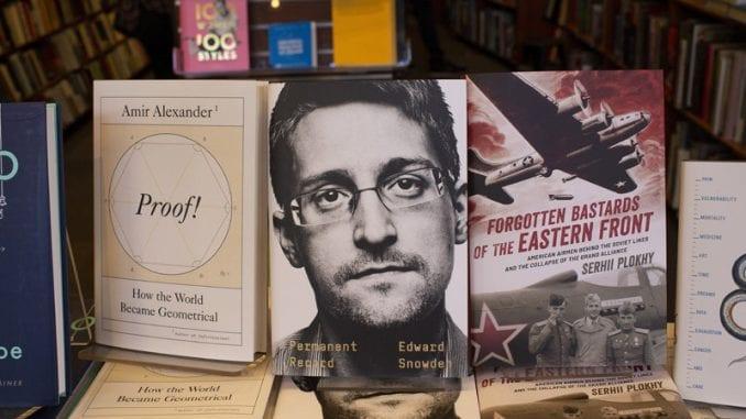 SAD tužile Snoudena, traže novac koji je zaradio prodajom memoara 1