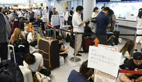 Posle naleta tajfuna 17.000 ljudi blokirano na aerodromu Tokio-Narita 5