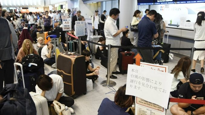Posle naleta tajfuna 17.000 ljudi blokirano na aerodromu Tokio-Narita 1