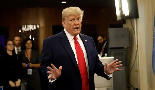 Tramp tvrdi da je 'sarkazam' bio njegov predlog da se sredstvo za izbeljivanje pije kao lek 15