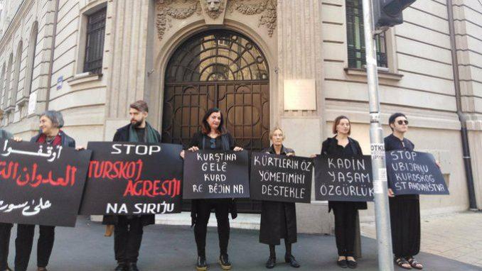 Protest Žena u crnom ispred Ambasade Turske: Zaustavite agresiju na Siriju 3