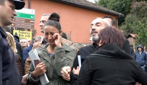 """Nova """"spontana"""" podrška radnika direktoru ispred suda u Ivanjici 4"""