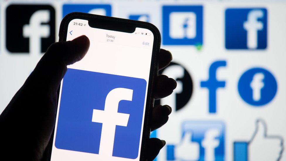 Fejsbuk koristi oko 30.000 moderatora sadržaja širom sveta zaposlenih preko podugovarača
