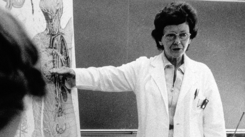 Dr Vera Peters during a lecture