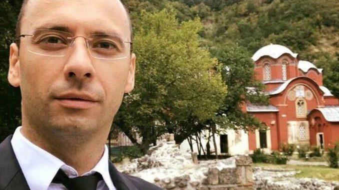 """Srbi na kosovskim izborima: Igor Simić za BBC - O Milanu Radoičiću, vodi u Mitrovici i potrebi da se """"u Prištini iznedri lider"""" 4"""