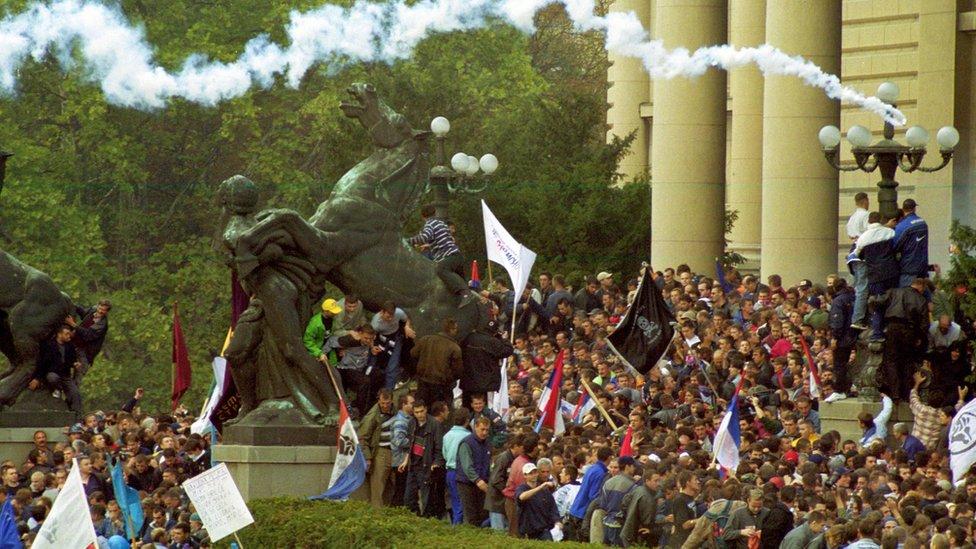 Protest ispred Skupoštine u Beogradu 5.10.2000.