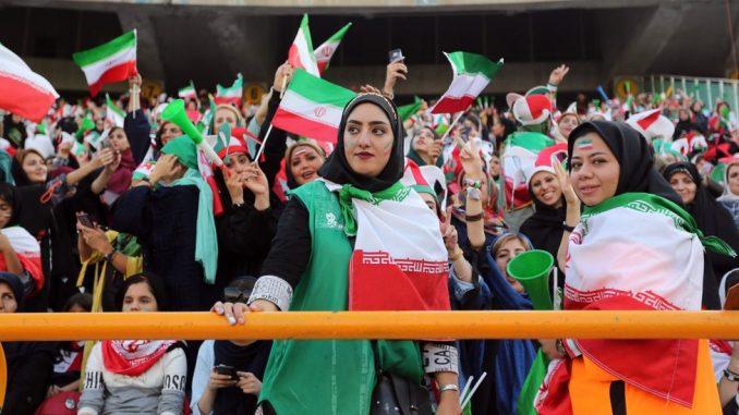 Fudbal i Iran: Žene posle 40 godina prisustvovale fudbalskom meču muškaraca 4
