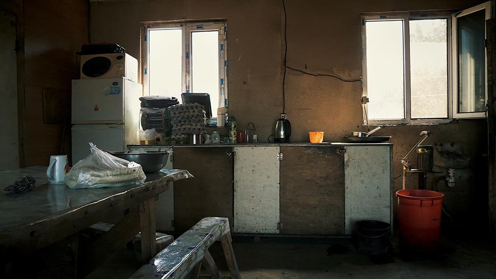 V podobnыh usloviяh začastuю živut kitaйcы na fermah na Dalьnem Vostoke (na foto - ferma rяdom s Voločaevkoй, EAO)