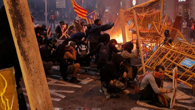 Nemiri u Kataloniji: Generalni štrajk i protesti paralisali Barselonu 4