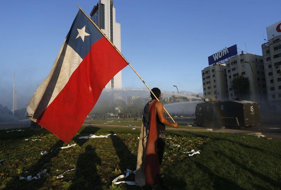 zastava Čilea ispred tenka