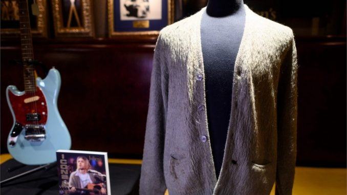 Džemper Kurta Kobejna prodat na aukciji za 334.000 dolara 4