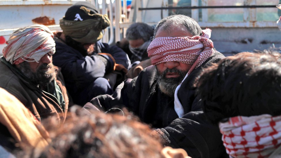Suspected IS militants are detained by Kurdish-led forces near Baghuz, Syria (30 January 2019)