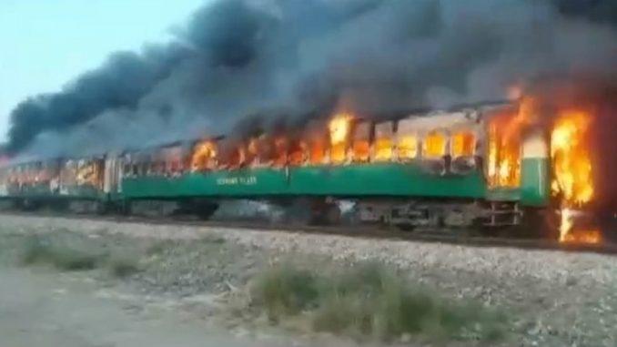 Požar u vozu u Pakistanu: Najmanje 65 mrtvih, saopštila je policija 4