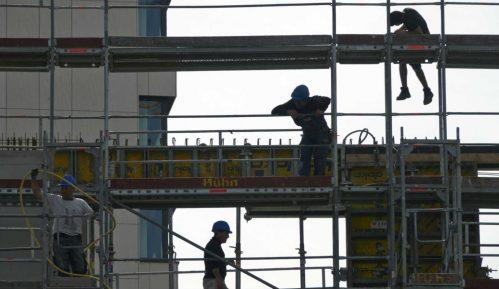 RTS: Deo metalne konstrukcije pao na radnika na Novom Beogradu 4