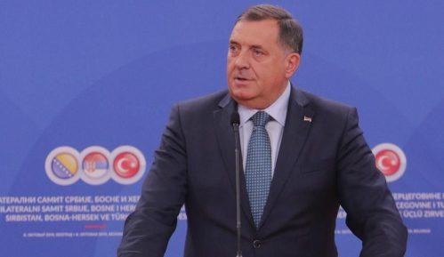 Dodik: Vreme korone pokazalo da je za BiH najbolje da se raziđe 12