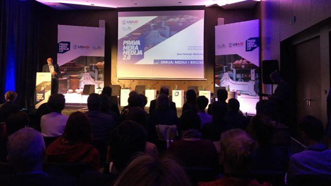 Manje od trećine građana Srbije se informiše u dnevnoj štampi 1