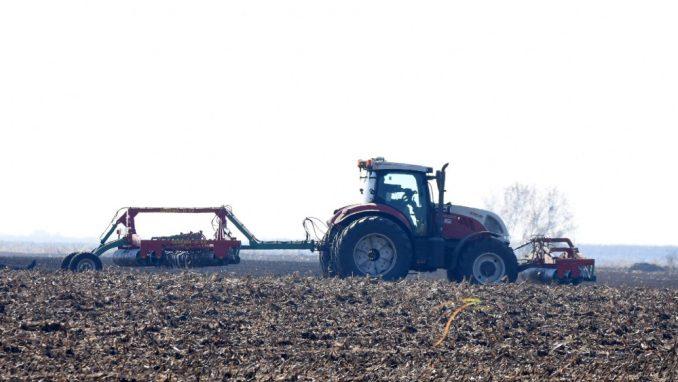 Agropres: Poljoprivrednik na traktoru u vreme policijskog časa opravdano kažnjen 1