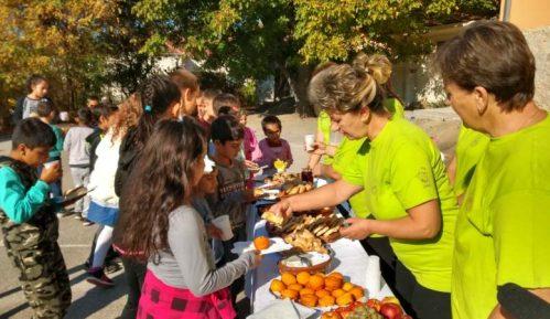 Zdrava užina za đake u izdvojenom odeljenju OŠ ''Sveti Sava'' u Izvoru 1