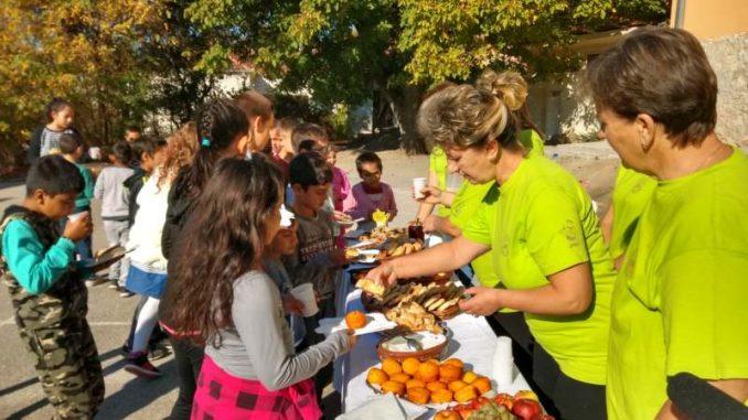 Zdrava užina za đake u izdvojenom odeljenju OŠ ''Sveti Sava'' u Izvoru 4