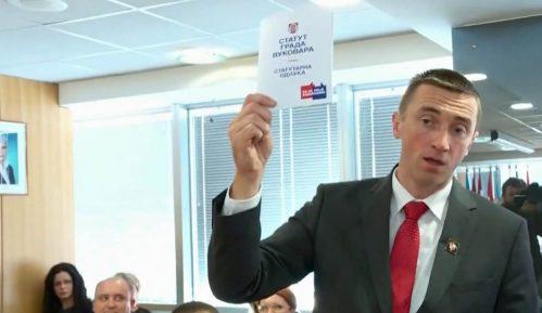 Incident u Vukovaru: Gradonačelnik bacio Statut na ćirilici na pod 10