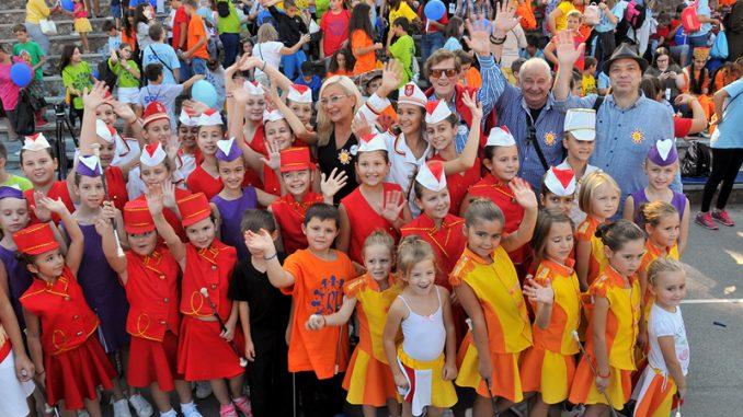 Jubilarna pedeseta Međunarodna manifestacija dece Evrope ,,Radost Evrope'' 1