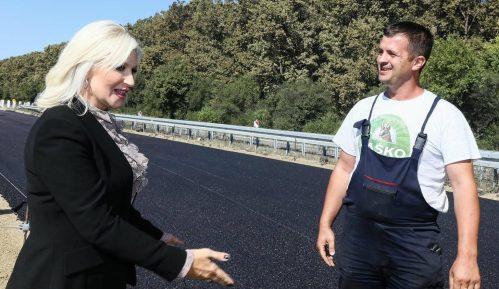 Zorana Mihajlović na obeležavanju početka radova na auto-putu Beograd-Sarajevo 10