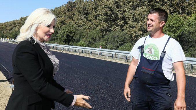 Zorana Mihajlović na obeležavanju početka radova na auto-putu Beograd-Sarajevo 5