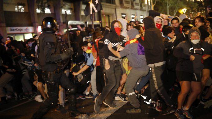 Sukob policije i demonstranata u Barseloni 1