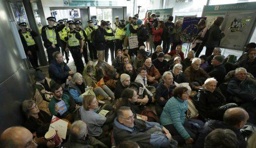 Aktivisti ekološke grupe XR zauzeli londonski aerodrom 3