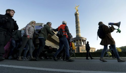 Demonstranti za očuvanje klime blokirali ulice u Berlinu, Amsterdamu, Londonu 3