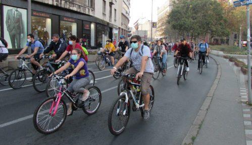 Grupa biciklista danas blokirala Karađorđevu ulicu na pola sata 13