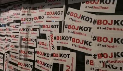 Lider Dveri u holu Skupštine Srbije zalepio plakat 'Bojkot' 8