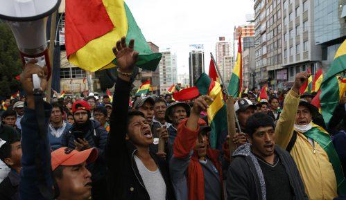 Demonstranti u Boliviji zauzeli dva državna medija 13