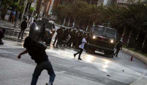 Vanredno stanje u Čileu nakon protesta zbog povećanja cena gradskog prevoza 8