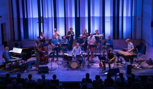 Ekscentrični belgijski big bend Flat Earth Society na 35. Beogradskom džez festivalu (VIDEO) 7