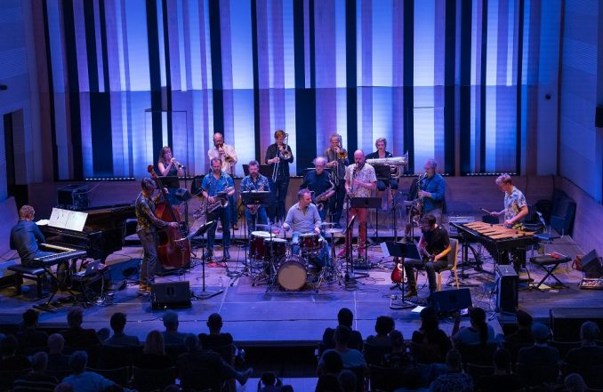 Ekscentrični belgijski big bend Flat Earth Society na 35. Beogradskom džez festivalu (VIDEO) 2