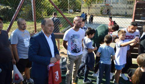 """Fudbaleri u kampanji """"Niške škole Radnički vole"""" 1"""