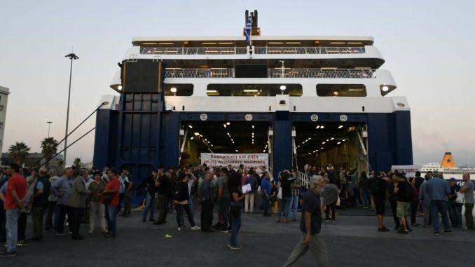 U Grčkoj od 1. juna niže cene karata za trajekte 4