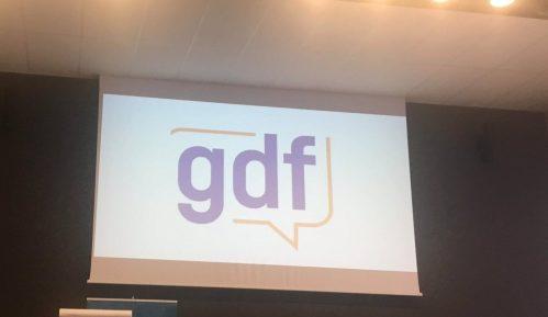 GDF: Suočiti se sa zločinima počinjenim u ime Srbije, Matić položio venac i kleknuo 7