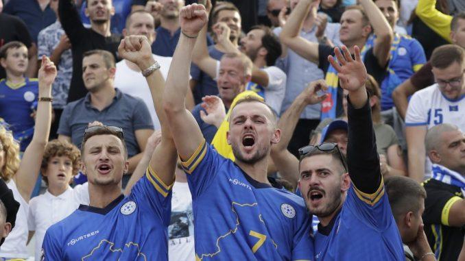 Češka policija zbog napada na kosovske navijače uhapsila 10 čeških navijača 4