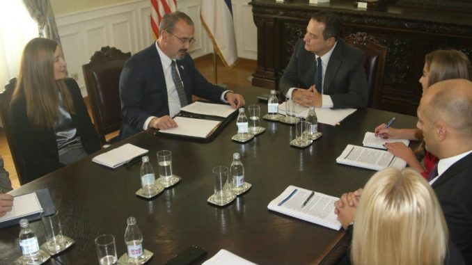 Dačić i Godfri položili američku zastavu u Muzej srpske diplomatije 1