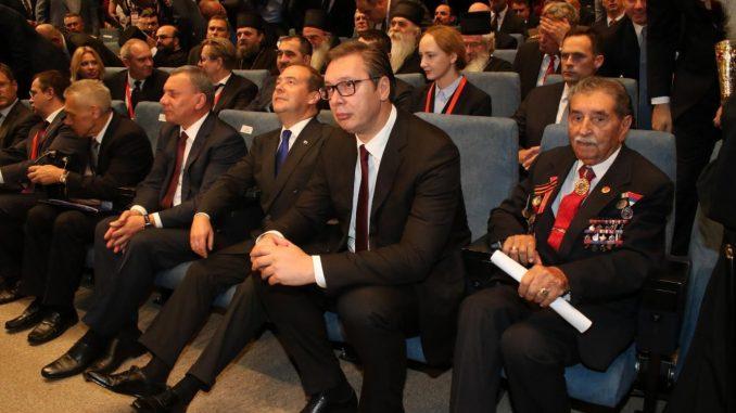 Vučić na svečanoj akademiji: Srbija neće dati svoju slobodu 1