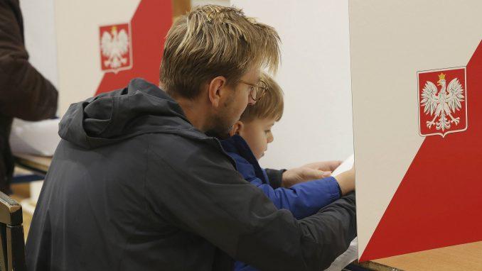 Podeljena Poljska danas bira novi parlament 1
