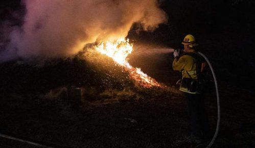 Evakuacija 50.000 ljudi zbog šumskog požara u Kaliforniji 7