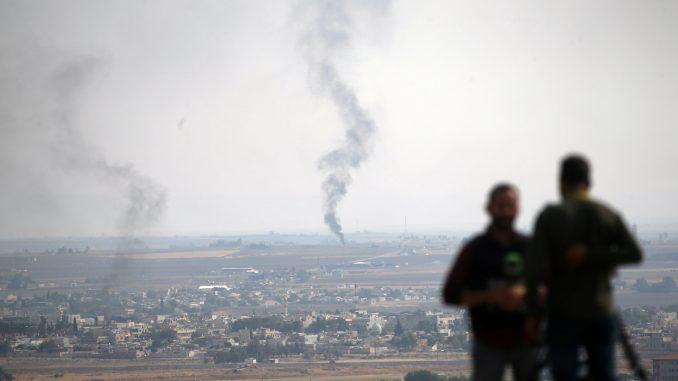 Konvoj sa kurdskim borcima i ranjenicima napušta sever Sirije 1