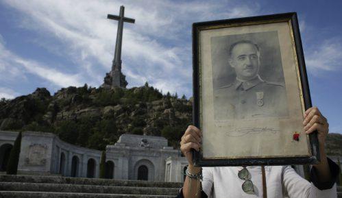 Španci do 25. oktobra sele Franka iz mauzoleja na obično groblje 7