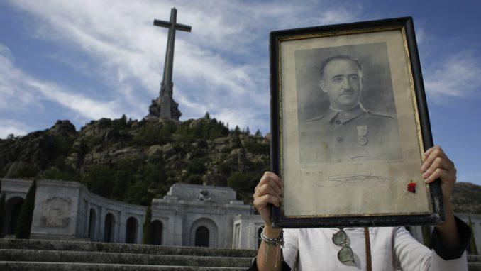 Španci do 25. oktobra sele Franka iz mauzoleja na obično groblje 3