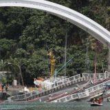 Srušio se most u Tajvanu, traga se za žrtvama 6