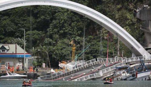 Srušio se most u Tajvanu, traga se za žrtvama 11